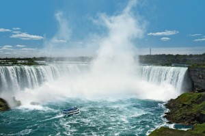 niagare_maid-of-the-mist-in-horseshoe